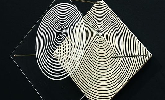 culture SotoSpirale, 1955 Peinture sur bois et sur plexiglas, métal 30 x 30 x 28 cm Dation, 2011 Centre Pompidou, MNAM-CCI / Georges Merguerditchian / Dist. RMN-GP © Adagp, Paris 2013 | Georges Merguerditchian / Dist. RMN-GP © Adagp, Paris 2013