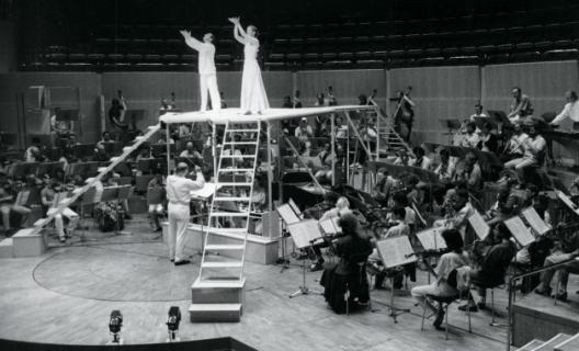 Karlheinz Stockhausen dirigeant Inori à la Philharmonie de Cologne en 1989 © Archive of the Stockhausen-Stiftung für Musik Kürten Germany
