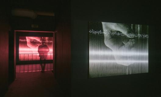 Vue de l'exposition A Personal Sonic Geology, frac île-de-france, le plateau, Paris, 2015 © Mathieu Copeland & Philippe Decrauzat Photo : Martin Argyroglo