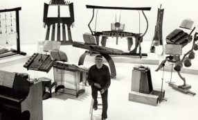 Harry Partch et ses instruments